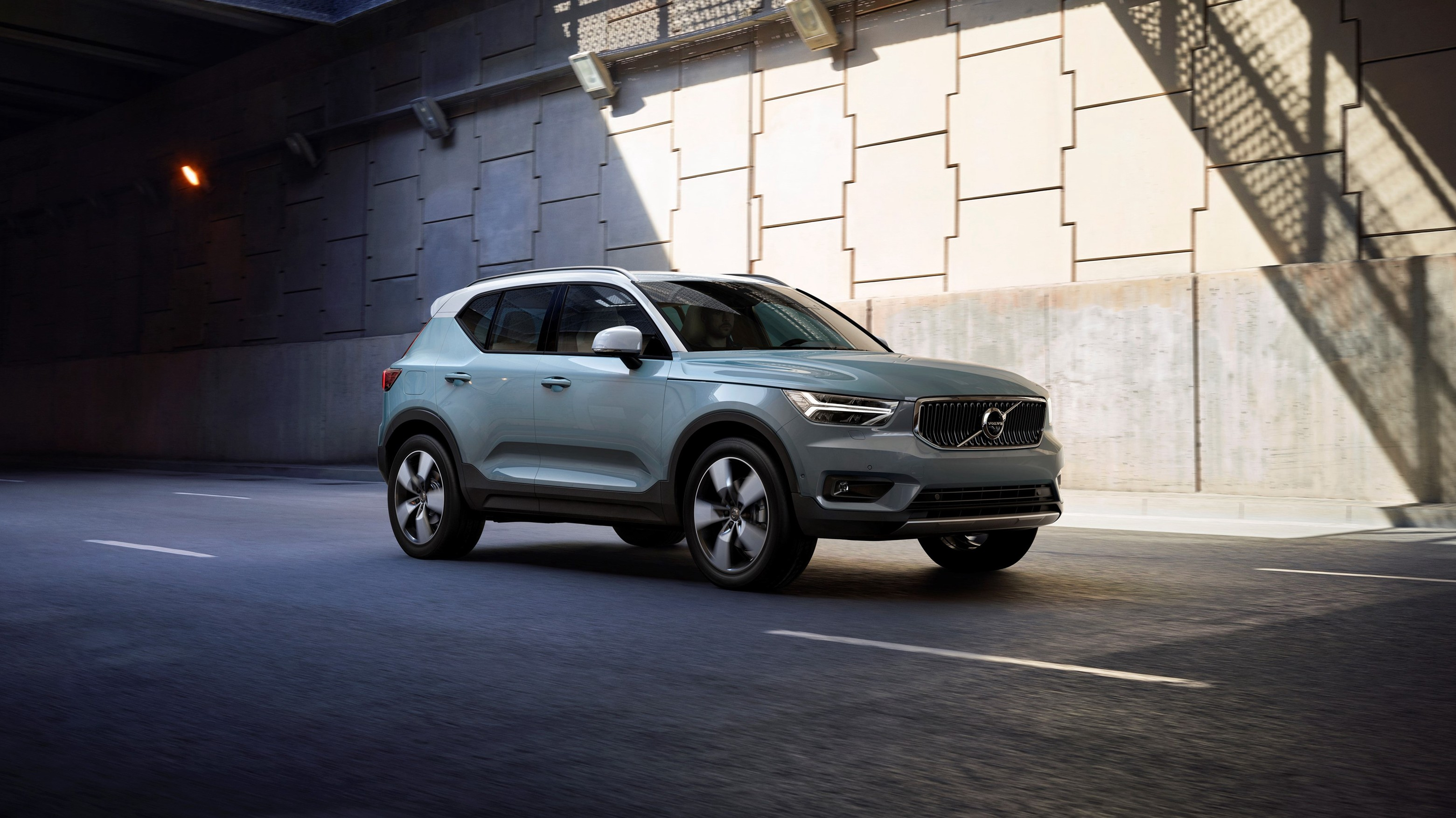 2020 volvo xc40 white color