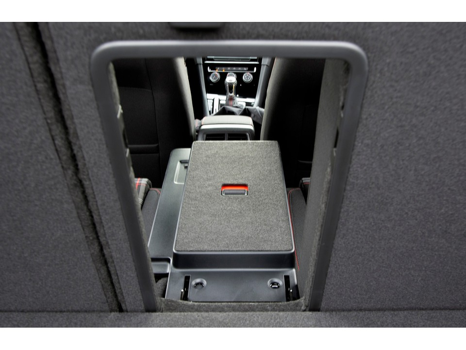 2019 volkswagen golf cargo rear armrest see through