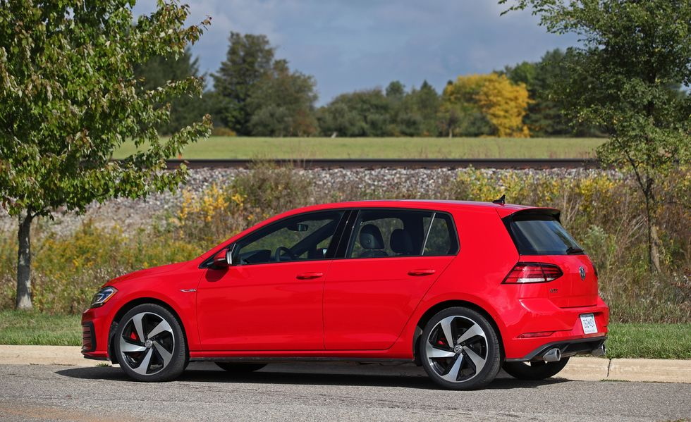 2019 volkswagen golf gti side view