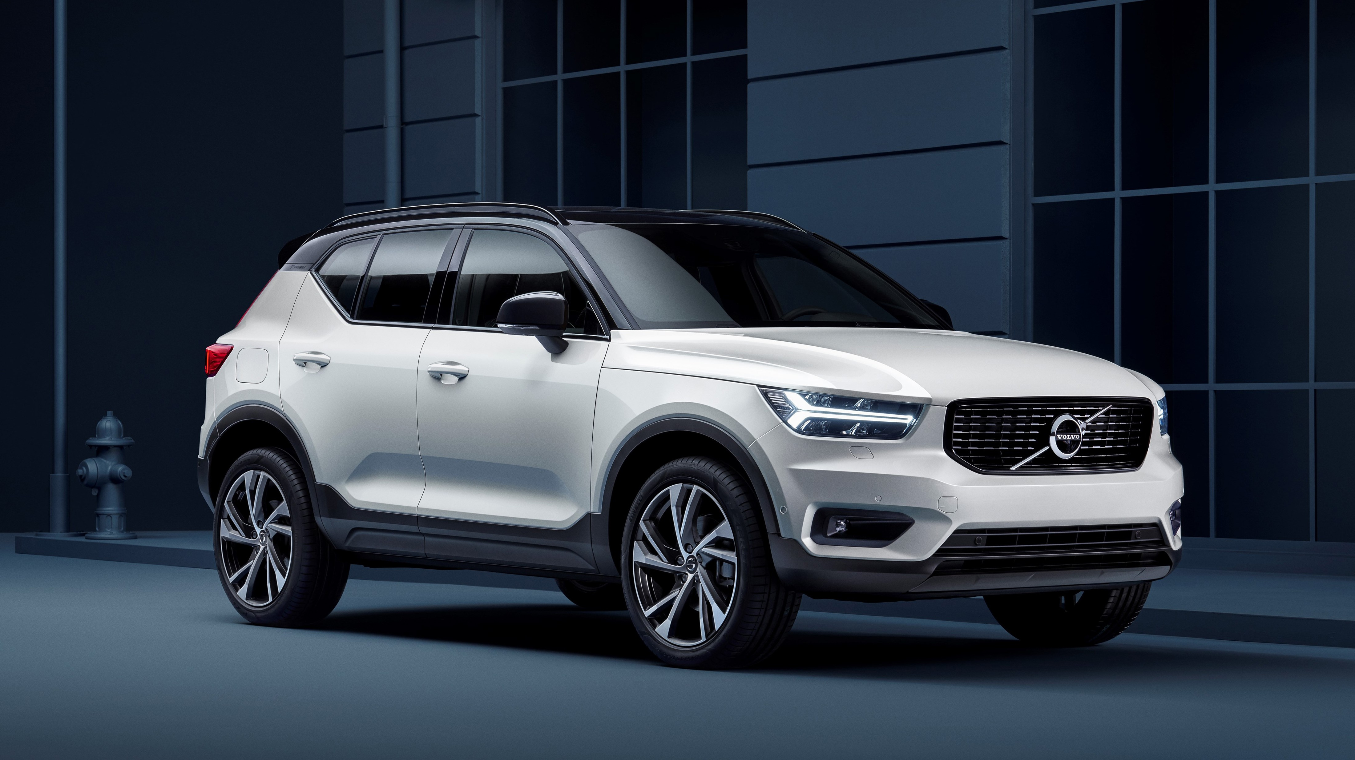 2020 xc40 volvo white color front