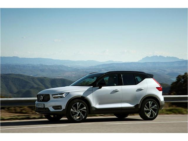2019 Volvo XC40 exterior side view